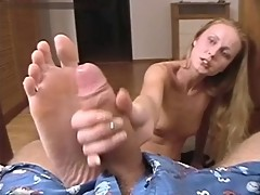 Teen Footjob with Handjob Cumshot ond her Feet