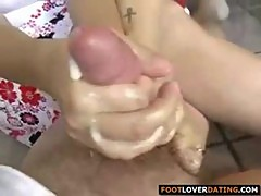 Girlfriend with toe rings giving great fo ...